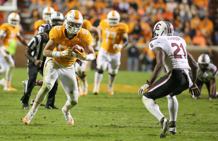 Tennessee DE Darrell Taylor suspended indefinitely after fight at practice
