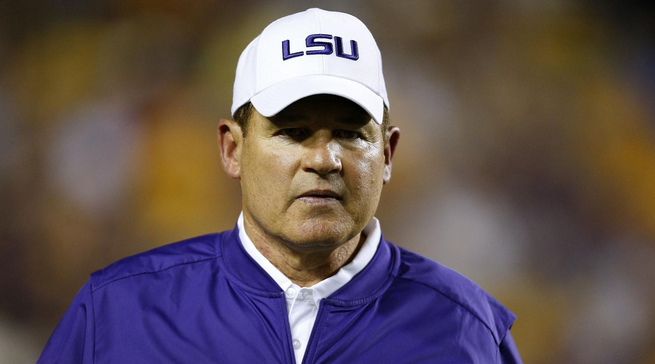 Tennessee reaches out to former LSU coach Les Miles