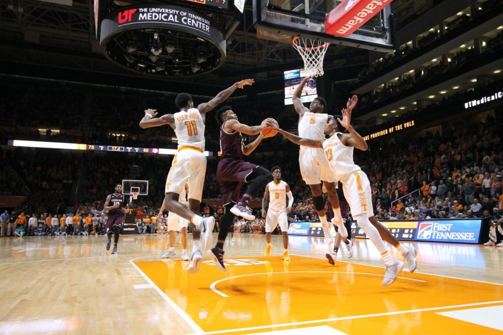 Vols win 75-62 over Texas A&M