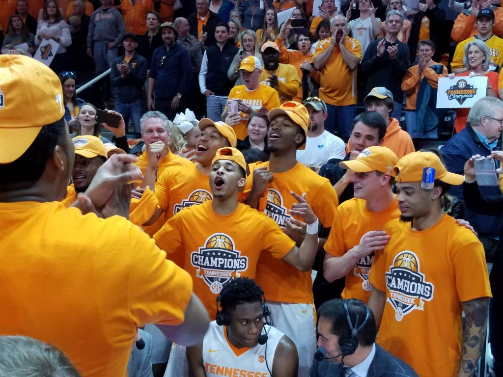 No. 16 Tennessee bests Georgia, clinches share of SEC title